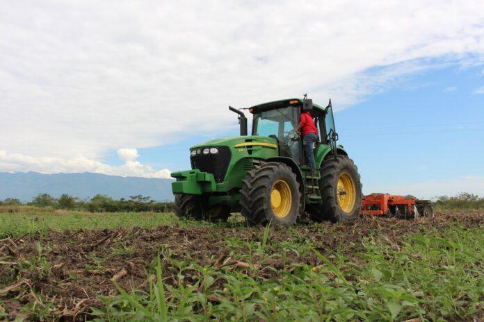 Filtry paliwa w maszynach rolniczych. Dlaczego warto o nie dbać?